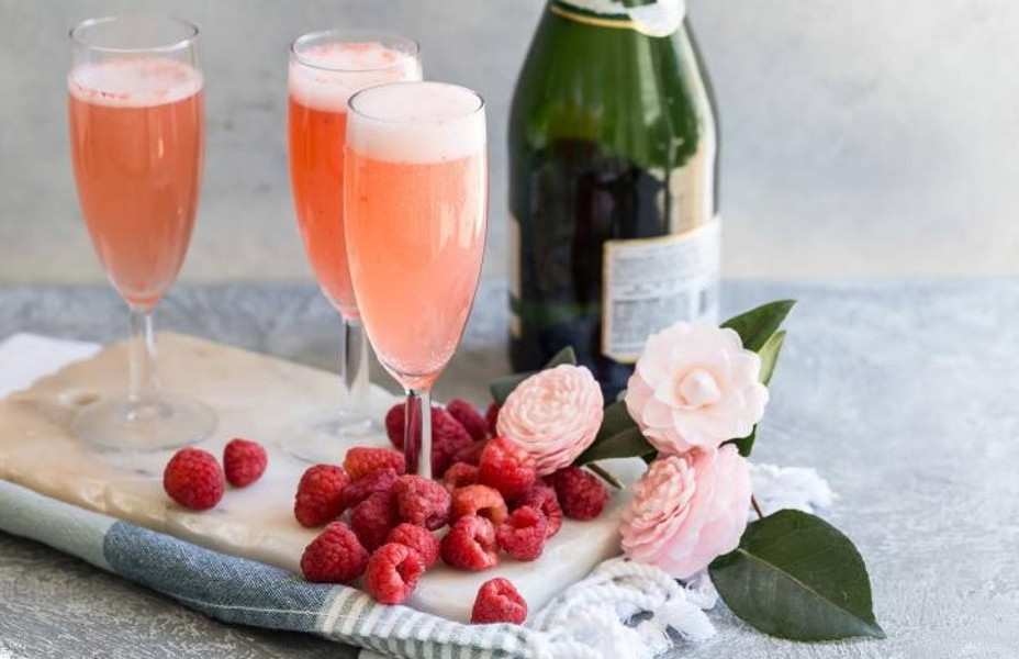 Raspberry Bellinis with Champagne and raspberrys