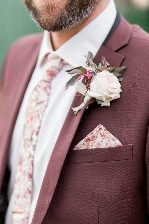 Groom wedding suit in light burgundy with tie and pocket square