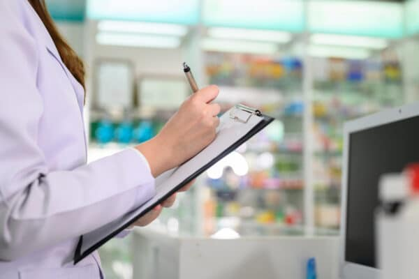 pharmacist_with_clipboard