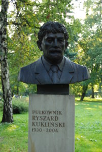 Memorial to Ryszard Kuklinski in Jordano Park, Krakow. Credit Skabiczewski, under Creative Commons.