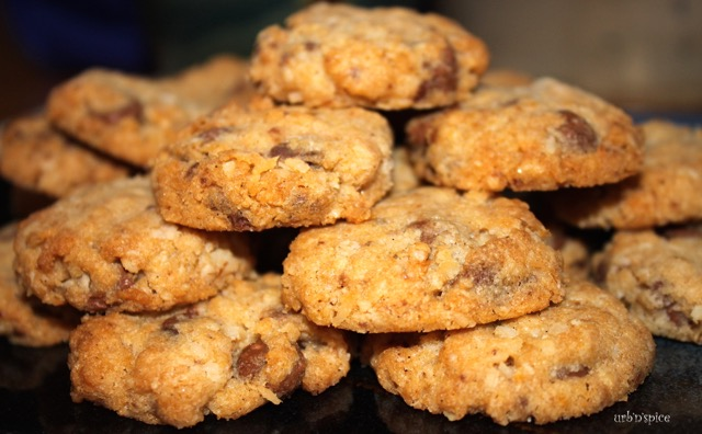 My Dee: Old Fashioned Coconut Oatmeal Cookies | urbnspice.com