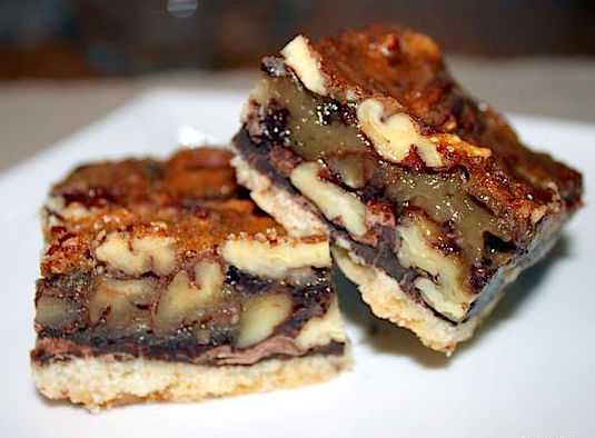 Buttertart Squares with Chocolate | urbnspice.com
