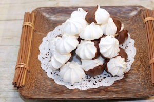 Aquafaba meringues decorated and plated | urbnspice.com