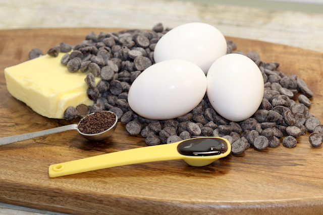 Decadent Dark Chocolate Tart Ingredients | urbnspice.com