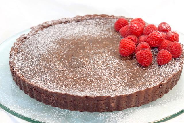 Easy Decadent Dark Chocolate Tart | urbnspice.com