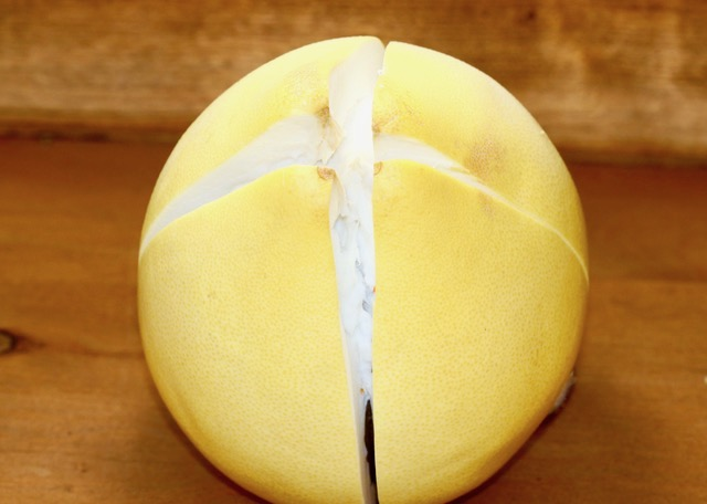 How to Prepare and Use a Pomelo | urbnspice.com