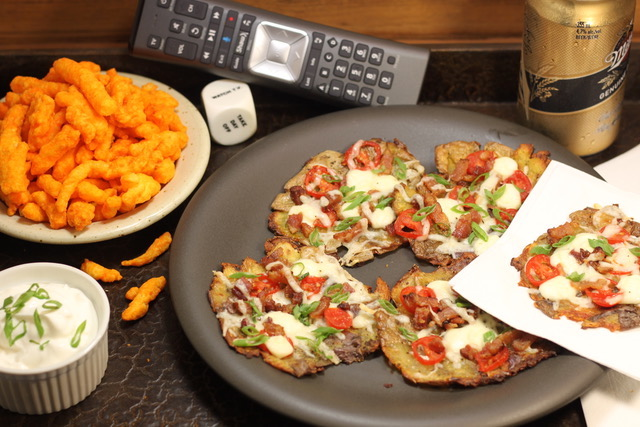 Mini Sized Smashed Potato Pizzas | urbnspice.com