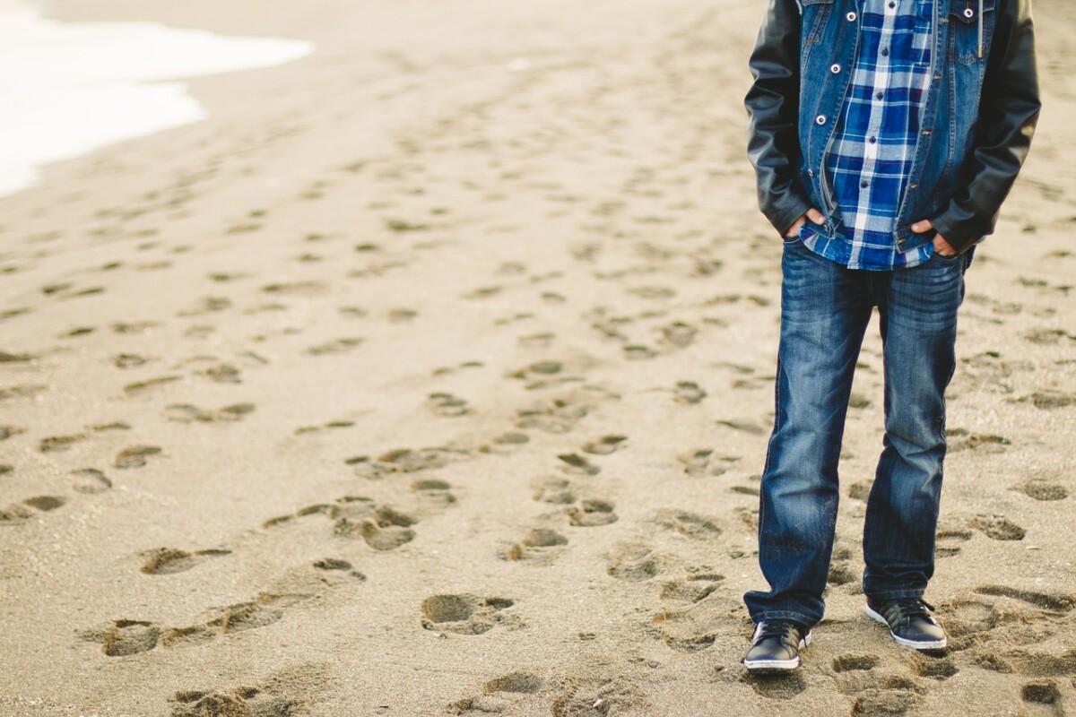 man-fashionably-dressed-walking-beach