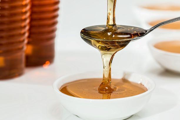 close-up-honey-pouring