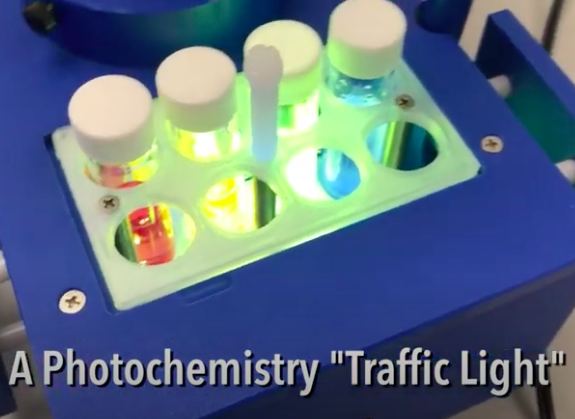 Classic Traffic Light Chemistry Experiment – Photochemistry Style