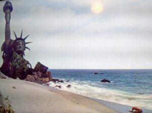 Escena del final de la película El planeta de los simios con Charlton Heston
