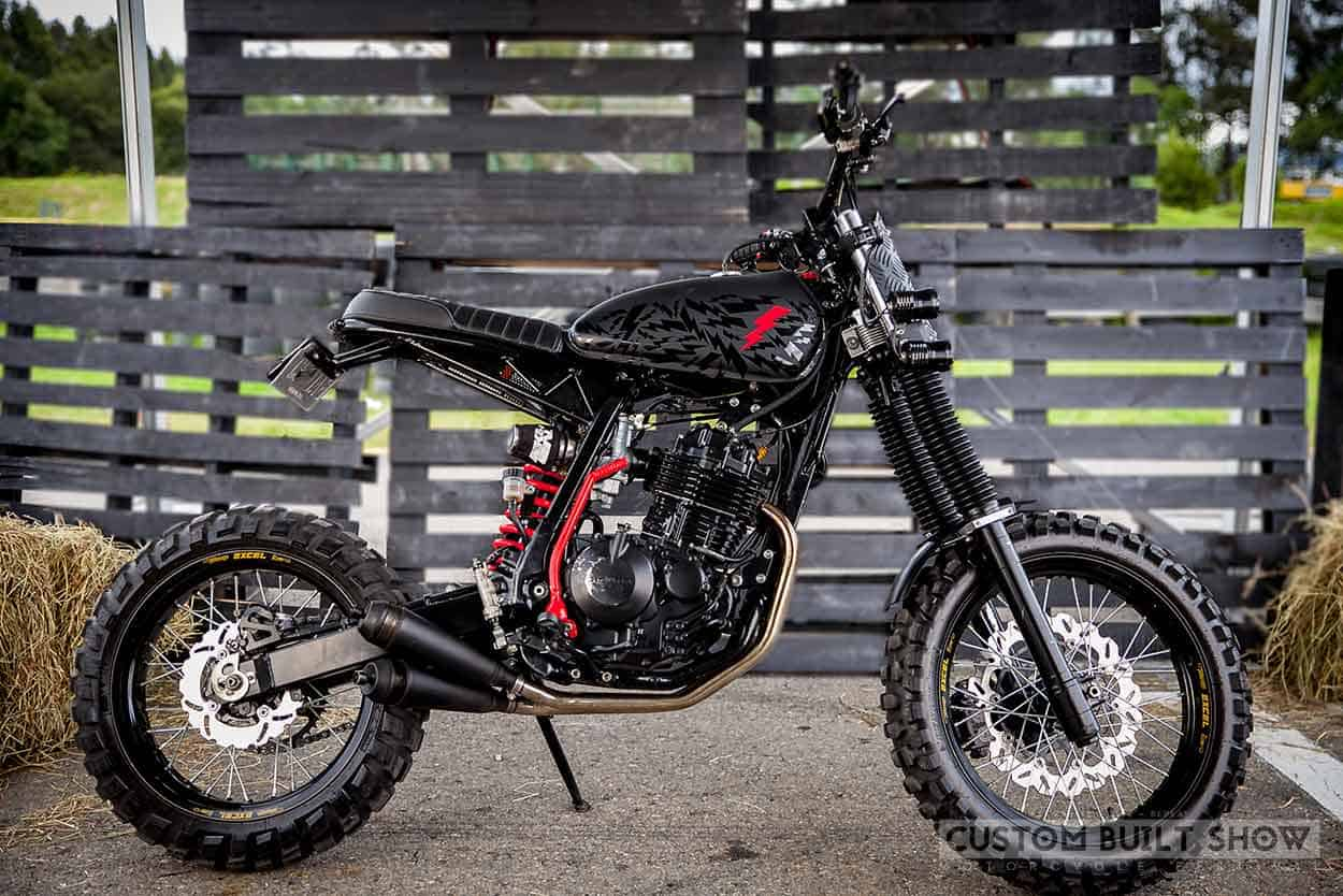 Honda XR 400R por Ace Custom Shop lado