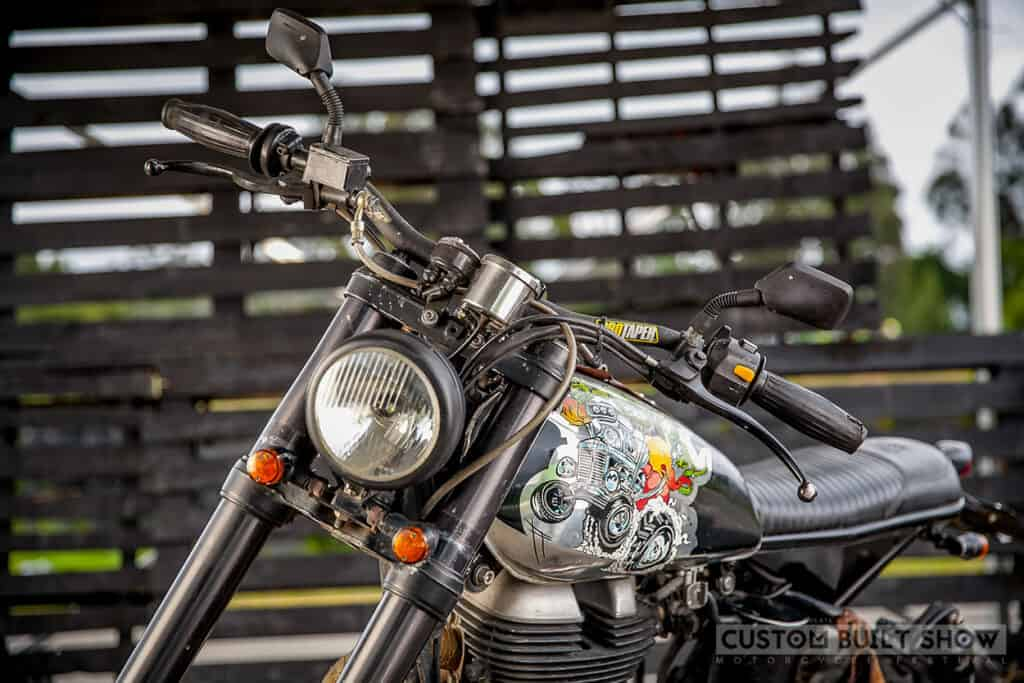 Frente de la Royal Enfield Classic 500 modificada por ACE Custom Shop
