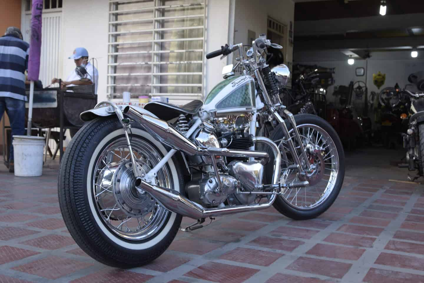 "Triumph Thunderbird ""Missing Child"" por Cegueto Customs"
