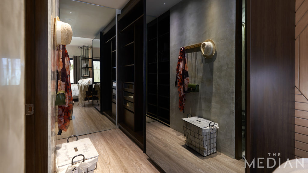 space-saving furniture_sliding door and mirrors