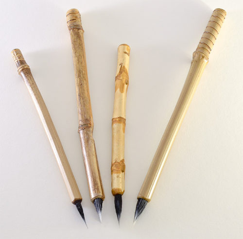 Small, Medium Wangi Medium and large Size Goat Synthetic blend brushes with 1 inch bristle length.