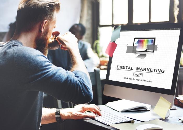 mercadologo digital trabajndo