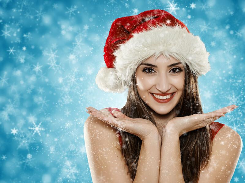 Mujer lucir bella en Navidad