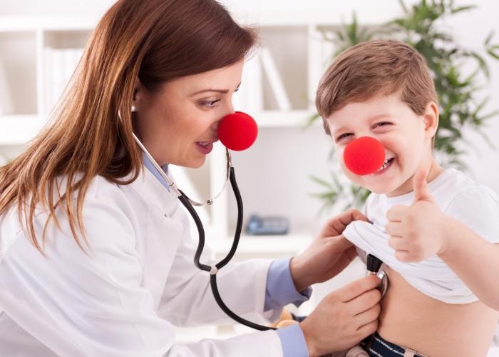 doctora y niño