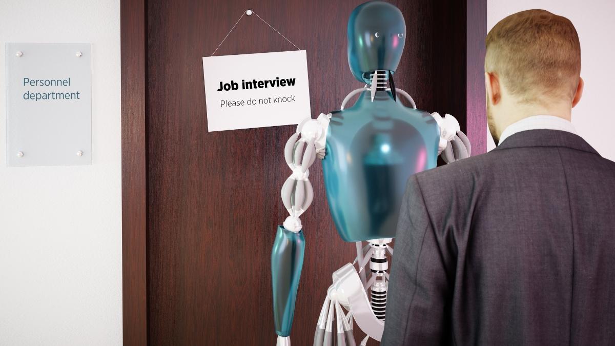 entrevista de trabajo a robot y hombre