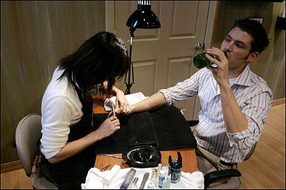Andrew Cuomo male_manicure_1216