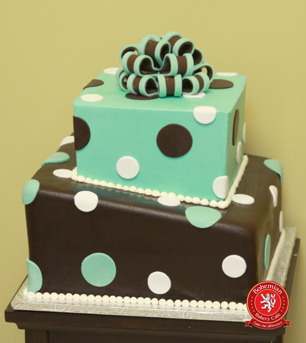 Sweet 16 cake brown and blue with sugar bow