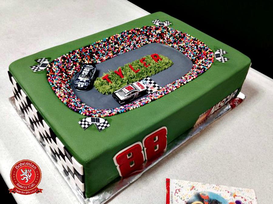 3D RACETRACK CAKE