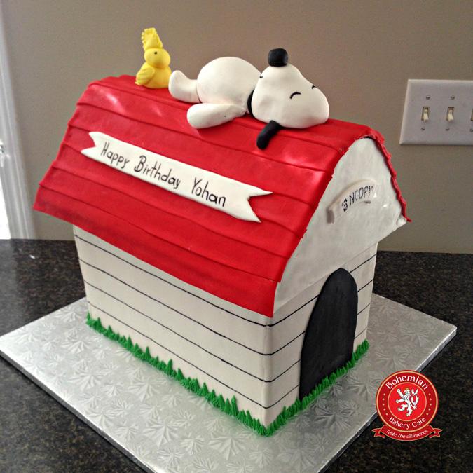 SNOOPY HOUSE CAKE
