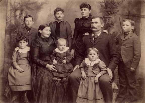 mormon-pioneer-family-late-1800s