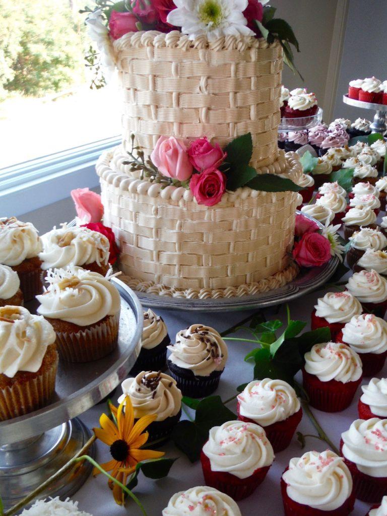 Wedding-Cake-and-Cupcakes-compressor