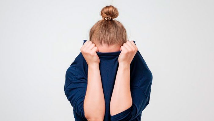Phrasal verb 'live it down' | me deixar esquecer, superar a vergonha | Inglês Todos os Dias #457