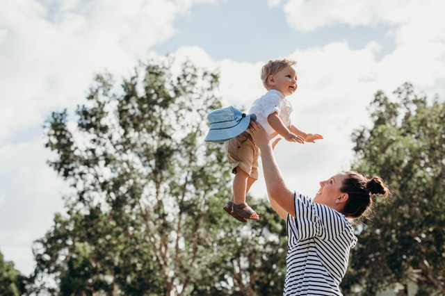 parent helping in child growth and development