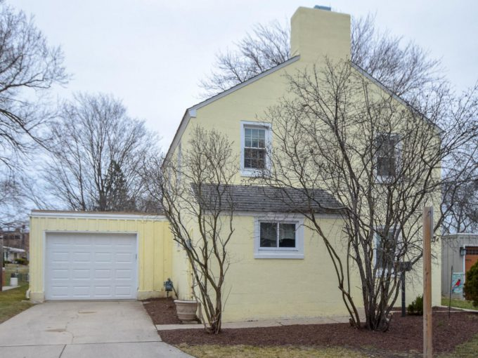 5614 Badger Ct Greendale, Wisconsin 53129-1801