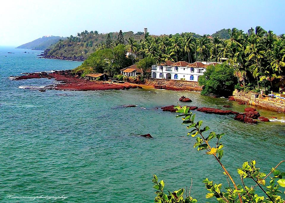 Goa the beach destination of India. It's natural beauty is enhanced by its rich cultural heritage. Anyone can visit this state and enjoy its vast gifts, be it beaches, nature, history, parties or gambling. The best part whatever your budget shoestring or splurge you will enjoy a vacation here. The best time to visit Goa is November to February after the monsoons has washed away the hot and humid season of summer.