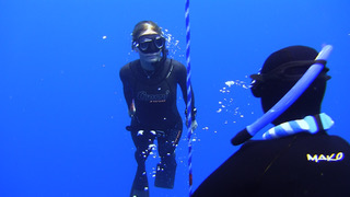 Freedive swim to the surface