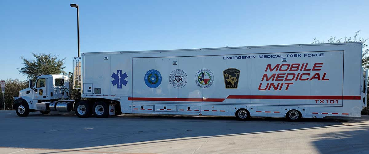 Photo Texas Emergency Covid  Mobile Icu Facility Curbside View