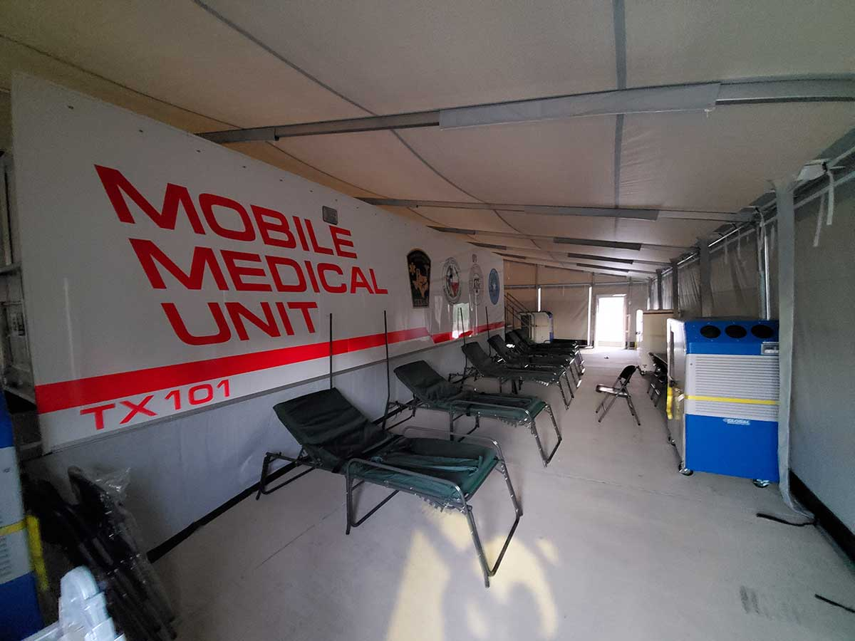 Photo Texas Emergency Covid  Mobile Icu Facility Inside Waiting Area After Install