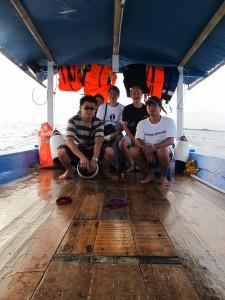 Sewa kapal KM Bintang Fajar berwisata ke pulau dan snorkling di pulau.
