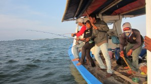 Team CFC in action di KM Bintang Fajar di hotspot pulau Pari | Fishing-mancing.comn