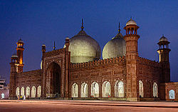 Night_View_of_Badshahi_Mosque_(King's_Mosque)