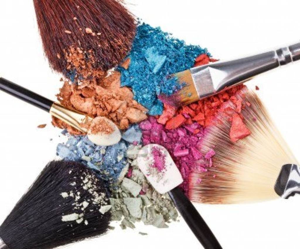 9567877-composition-with-makeup-brushes-and-broken-multicolor-eye-shadows