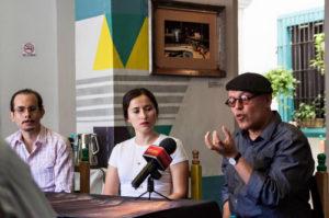 Jorge Fábregas, Ana Karen Sahagún y el Mosco Aguilar, en rueda de prensa para presentar Remedios. Fotografía tomada del muro de Facebook de la obra.