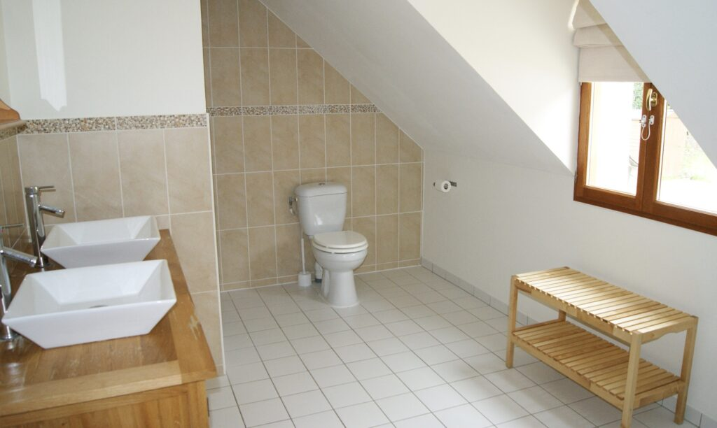 Beauval chambre  -salle douche fra prive