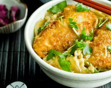 Kenikmatan Chicken Katsudon Dengan Paduan Bawang Dan Telur Gurih