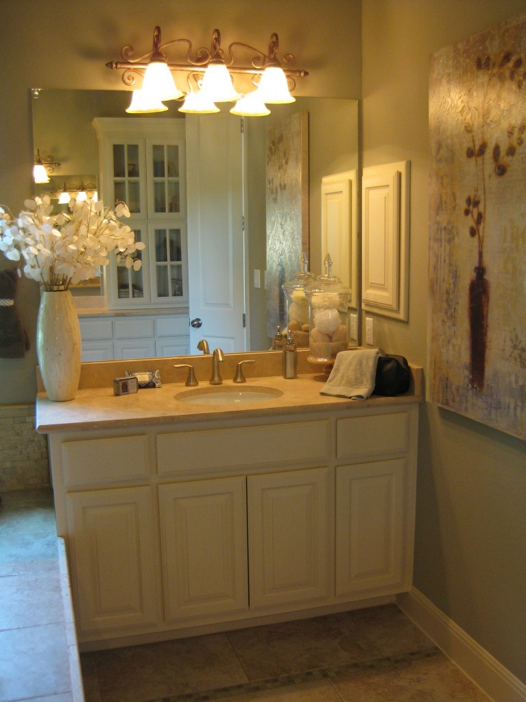 Master bath vanity in bone