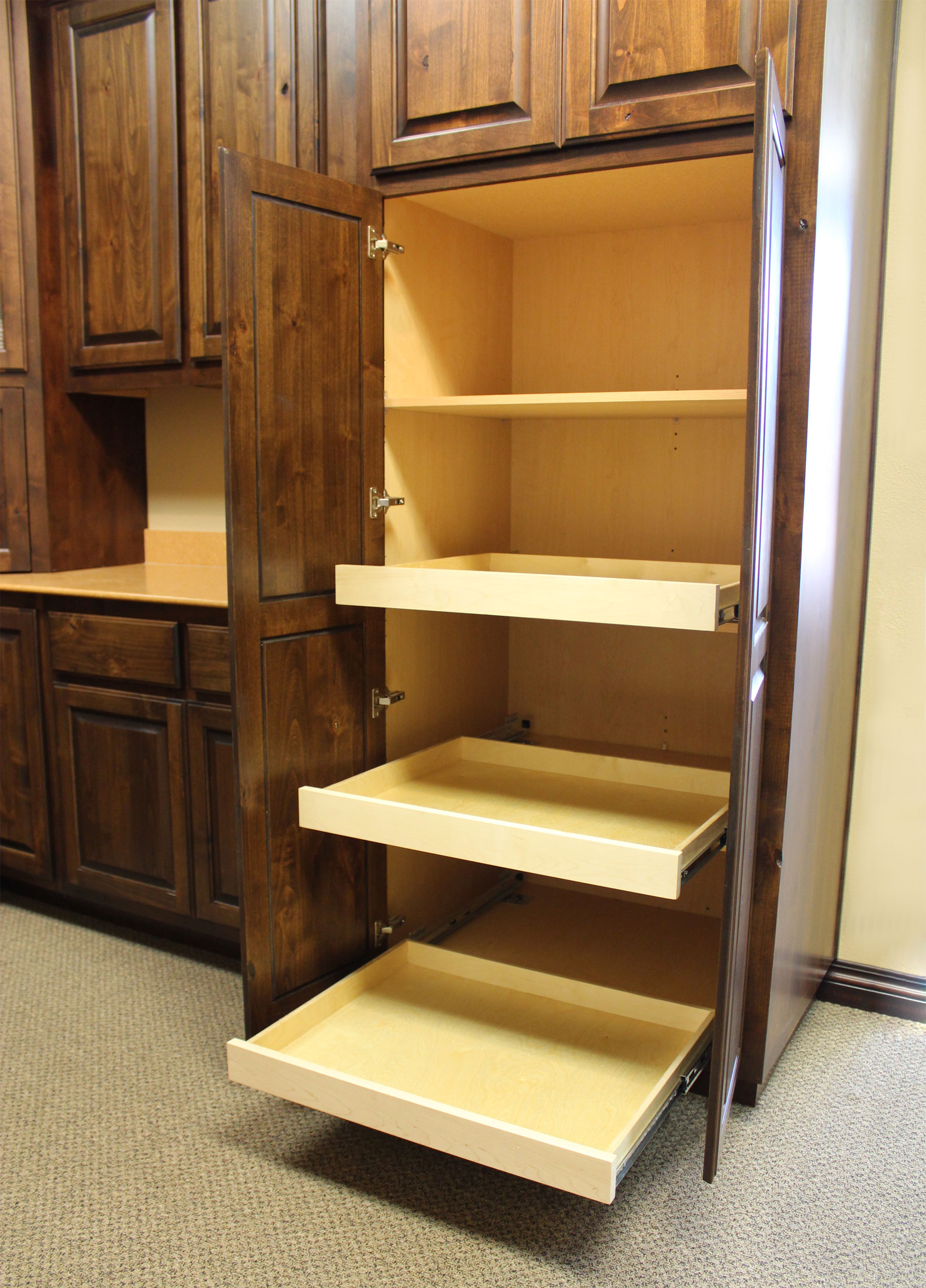 pull out shelfves for kitchen cabinets