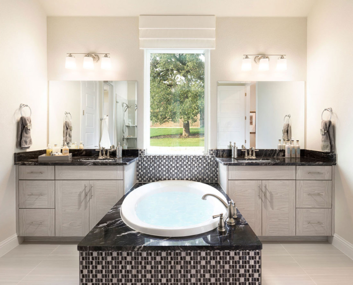 Bathroom with EVRGRN cabinets and 3pc doors in Bianco