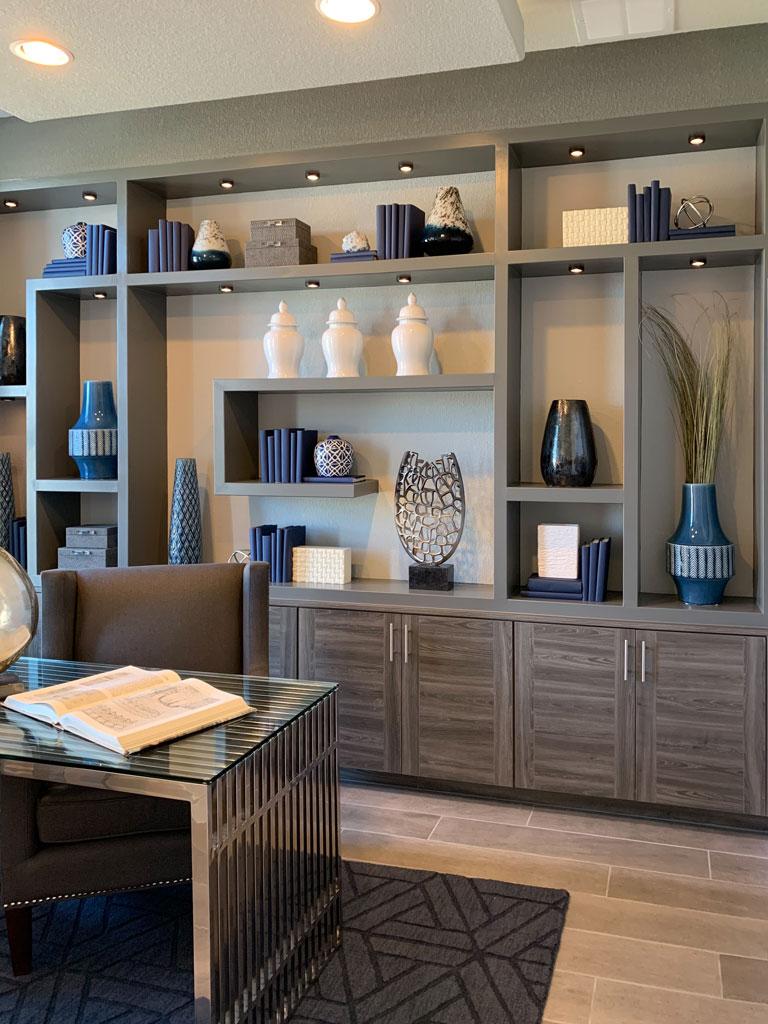 Modern office in EVRGRN Avanti with 3-piece doors