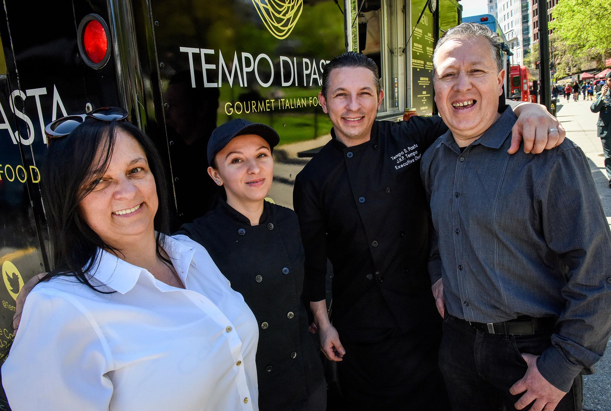 How Custom Food Trucks Empower Family Businesses