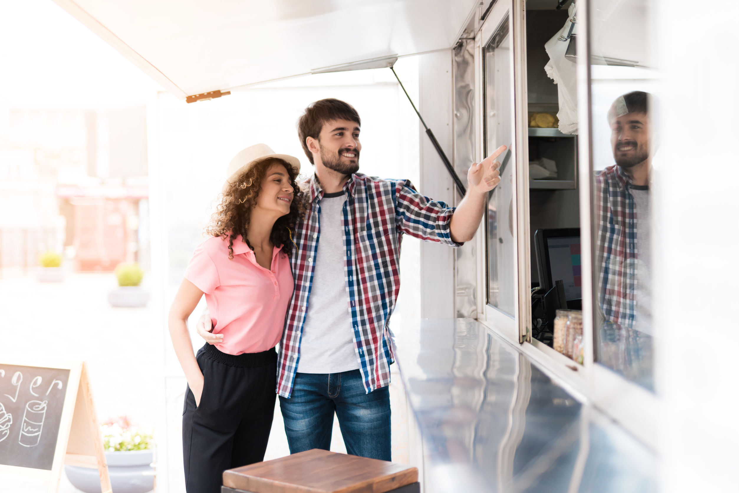 What Entrepreneurs Need to Know to Justify Food Truck Cost